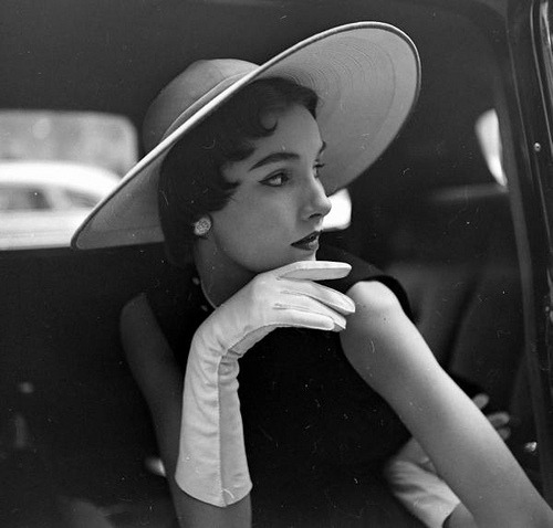theniftyfifties:  Model in a hat and gloves for Life magazine, 1950.