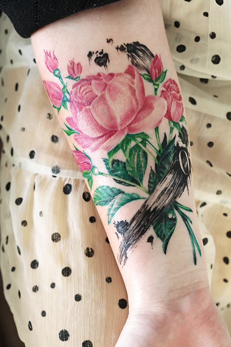 fuckyeahtattoos:  My lovely tattoo with roses, brush strokes and the letter O (for my husband). Done at Zoi Tattoo Stockholm by the talented Ellen Westholm.