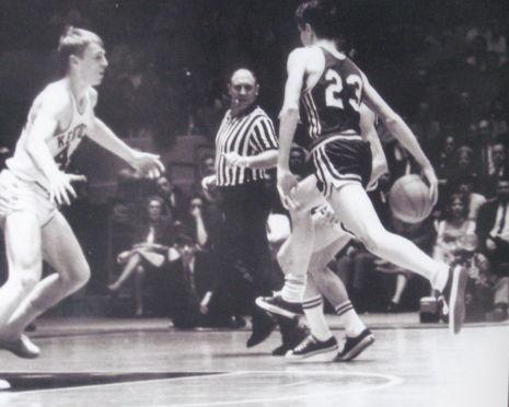 UNKNOWN DATE / LSU @ KENTUCKY. This site is exclusively dedicated to Pete's NBA career but this gem was too good not to post. Maravich throws a pass between his legs on a dead sprint as Dan Issel looks on.