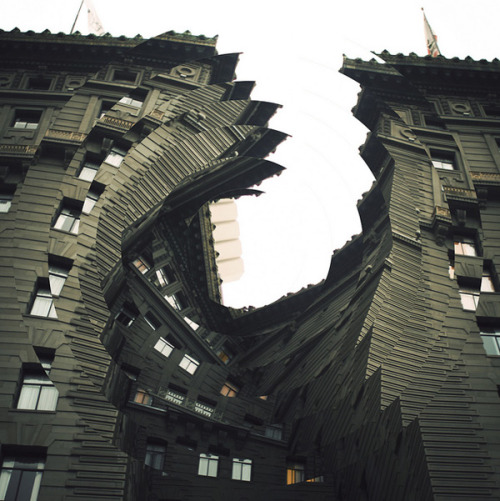 darksilenceinsuburbia:  Nicholas Kennedy Sitton. Twisted Arquitecture. http://www.flickr.com/people/nicksitton/