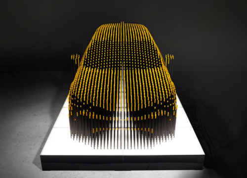 Lexus Sculpture – CT Umbra. Created by Los Angeles-based Nondesign, the installation aimed to highlight the two seemingly opposing features of the vehicle – luxury and eco-friendliness – by changing colors from luxurious gold to earthy green and blue. (via Design You Trust)