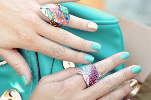 Our fav nail color combo.  -i-d-e-e-y-e-s:  reblogging again… can't get enough of all this color