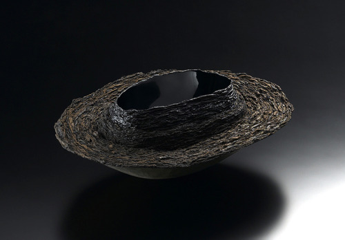 "Fujita Toshiaki: Layered Form 4, 2004, Urushi, gold leaf, earth powder, 15"" x 12"" x 6""(h), Photo: Takahashi, Noboru / Keiko Gallery - Japanese artists"