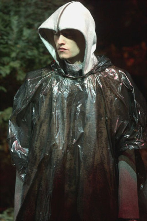 scarymansion:  Raf Simons A/W '02-'03  'Virginia Creeper (Parthenocissus Quinquefolia)'