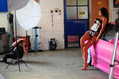 Ever wondered what a photo shoot looked like? Ramona Rusu's Ford Probe