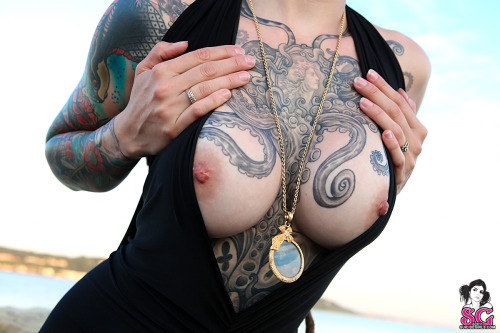 ohmygodbeautifulbitches:  Luscious  I FUCKING LOVE HER TATS