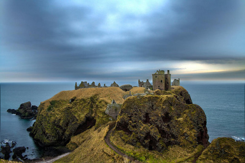 medievallove:  Dunnottar castle ruins, Scotland. 13th c. by Bora Horza on Flickr.