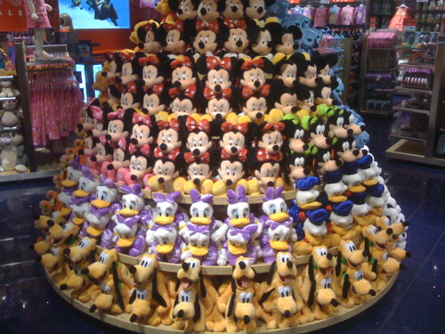 the-disney-difference:  Going to New Disney Store's JUST to set Plush is kind of my thing! hahaha. It's what I live to do! These were all done by me!  UGGGGGGHHH NOT FAIR NOT FAIR NOT FAIR