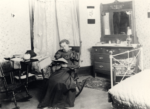 msufacts:  An MSU student in her dorm room, 1896. WHO IS TAKING PICTURES OF ME?