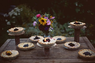 oomydarling:  bridalsnob:  Wedding pies :)   A pie set up done right, very nice!