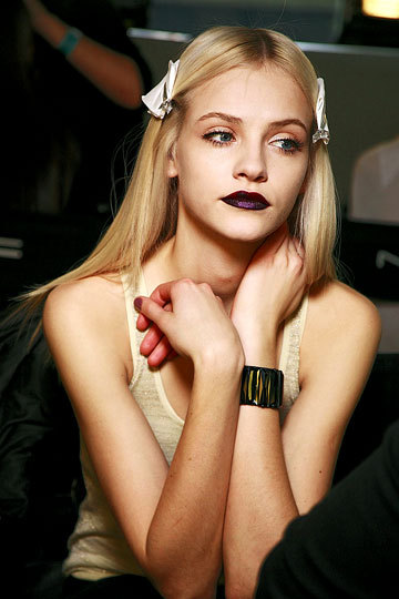 SPOTTED - More deep purple lips on the runway! Flashback to @Graceleebeauty signature look for @PINK_TARTAN during @WMCFashionWeek. Will you be trying this look during the Fall?