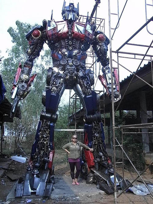 totalfilm:  Life-Size Optimus Prime Somebody actually built this out of scrapped car parts.  needit