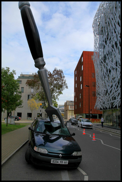 "headvertising:  Giant Fork Stabs a Car French homegoods retailer IDM commissioned local street theater company Royal de Luxe to design a giant fork stabbing an automobile outside of their Nantes, France showroom. According to the sign shown in the video, the short-term piece is named AMUSE GUEULE which roughly translates in English to ""tidbit"" or ""appetizer"" and was used to announce the introduction of IDM's new Bulthaup kitchen line."