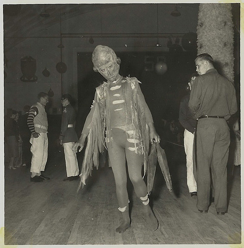 1950s The alien at the Sock Hop. (via Neato Coolville)