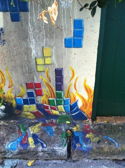 it8bit:  Melting Tetris - photo by Goya117 Note: Found in the back streets of Broadway.