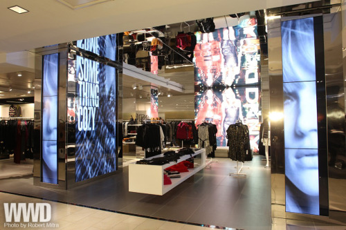 womensweardaily  @dkny :  Bloomingdale's Gets an Upgrade As if there isn't always enough activity, add an army of hard hats and  the smell of fresh paint to the scene at Bloomingdale's 59th Street. DKNY features floor-to-ceiling video footage of runway shows and photo  shoots, and an interactive touch screen that allows shoppers to select  videos and read DKNY PR Girl's blog. [above: DKNY goes high tech and visually dramatic at its new shop in Bloomingdale's.]