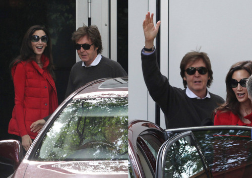 balalaikasringingout:    Newlyweds Paul McCartney and Nancy Shevell Head Off on Their Honeymoon!