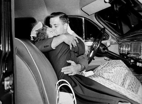 fuckyeahvintage-retro:  A couple makes out in a car's front seat, 1945 © DaZo Vintage Stock