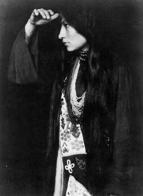 breathingvioletfog:  Zitkala-Sa: A Yankton Sioux woman of Native American and white mixed ancestry. She was well educated and went on to become an accomplished author-she wrote the first Native American opera, The Sun Opera, in 1913. She was also a musician and composer and later went on to work for the reform of Native American policies in the United States.  By Gertrude Käsebier (1898) turnofthecentury