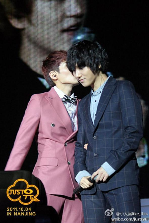 vita-minwook:  Cannot hide anymore…^^ hahax) Photo belongs to owner.