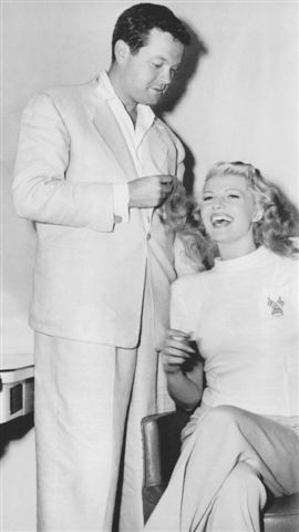"forlovelyritahayworth:  Orson Welles and Rita Hayworth ""The Lady from Shanghai"""