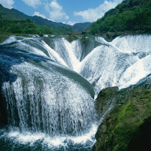 Pearl Waterfall, China (via The Meta Picture)