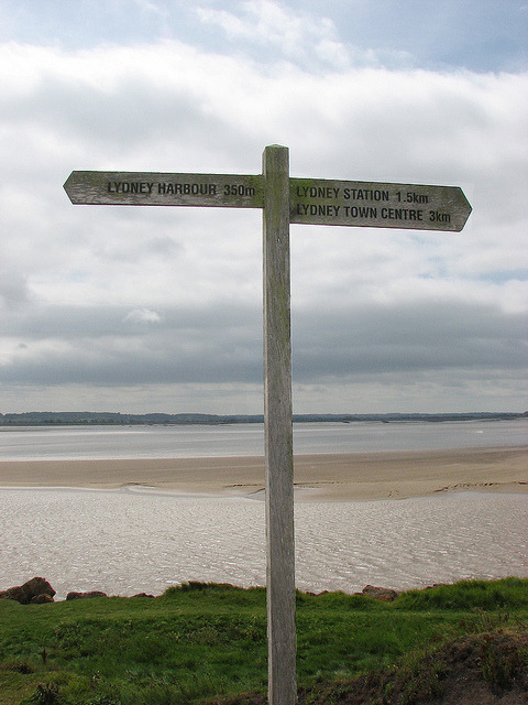 Signpost on the footpath by Helen in Wales on Flickr.