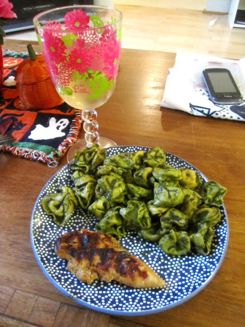 Dinner for the boyfriend: Homemade Pesto on Buitoni's three cheese ravioli and grilled chicken (plus some wine) Pesto: (not an exact recipe just an estimate) -plastic grocery bag full of basil leaves -1 cup of olive oil -3 cloves of garlic -1/2 cup of grated parmesan -1/4 cup lemon juice -salt and pepper to taste! Chicken: marinated in a teriyaki sauce for 20 minutes and then threw them on the grill until cooked thoroughly and with nice grill marks. YUM!