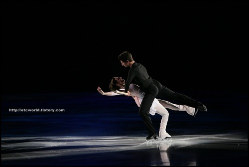 beautiful-shapes:  Virtue - Moir, 2007 EX Festa on Ice