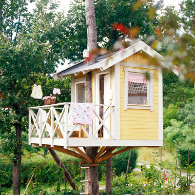 love it! (via Making Simple Modern Tree House Design)