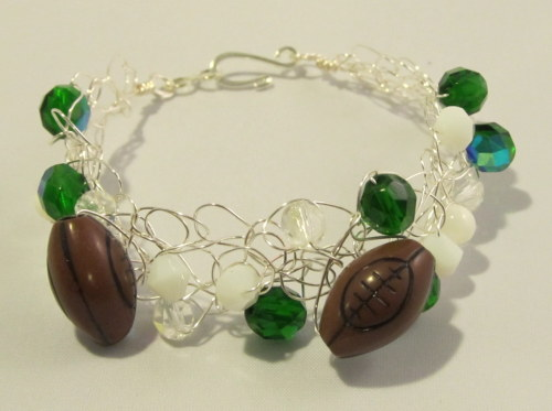 Calling all Football fans! Here's a cute bracelet I made in Green, White and Silver. Great for Jets fans and local teams that wear these colors! Available at http://lalunacreations.blogspot.com soon!