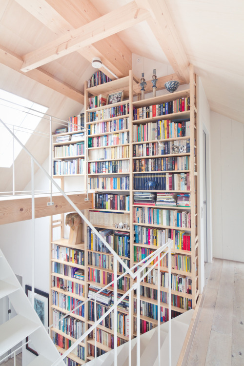bookshelfporn:  8.5 metres or 27 feet tall Bookshelf  (via monasso)
