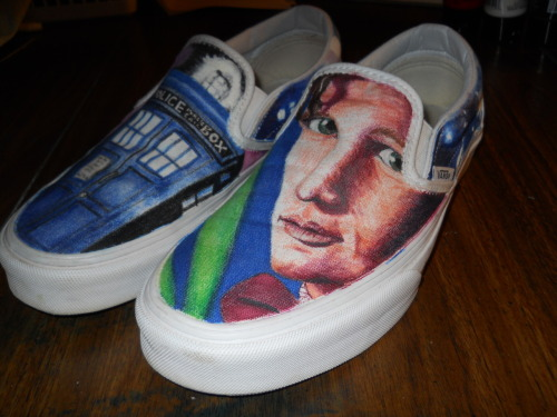 thezancasaurus:  11th Doctor and the TARDIS shoes I did over the summer =]