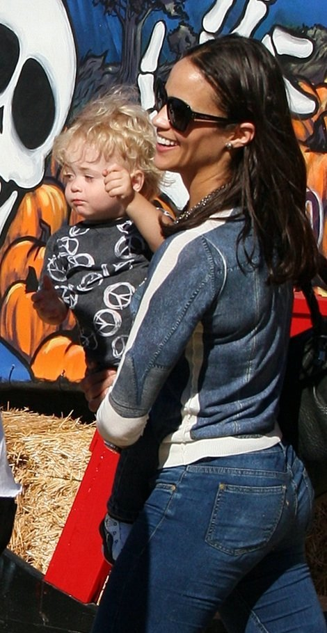 She Paula Patton Thicke. Paula and Julian :)