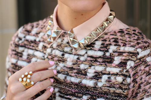 DIY studded collar? Yes, please! I'll be getting the glue gun out this weekend. Via Atlantic Pacific
