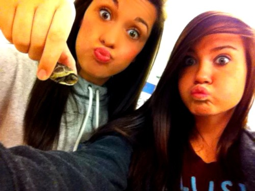 Me and my Rannnda and a wittle turtle . :)