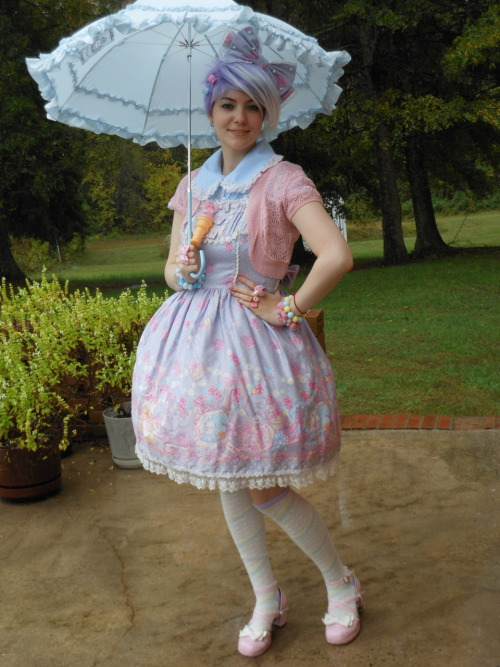 angel-cake:  larkir:  For the lulz, punky hair + sweet coord.  I love the hair style & color!