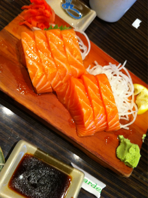 xoxojennyy:  Salmon sashimi from Sushi Garden, soo good. :)