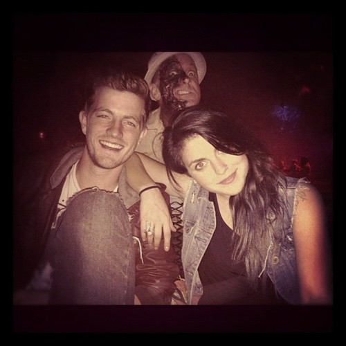 jasondeanavp:  Good times with a bad girl…always love you @sierrave  (Taken with instagram)  Jason e Sierra da banda VersaEmerge