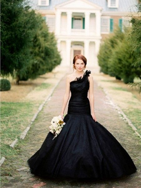 redheadbiatch:  A black wedding dress? Not a bad idea.  Thinking if it were pretty in RED.