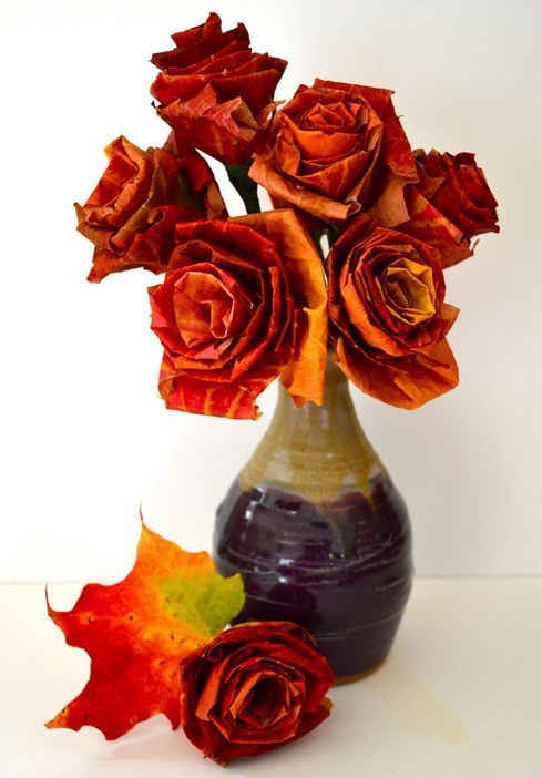 We heart this autumn leaf bouquet! Spotted on DesignSponge