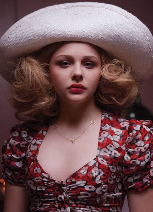 brownmonkeytheory:  Chloe Moretz as Taxi Driver's Iris