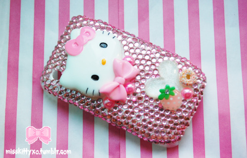 misskittyxo:  Custom Blackberry Case - Get in touch for your own :)