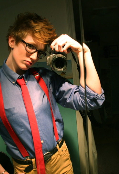 cuteboyishgirls:  Feeling dapper today. Pay no attention to the folding mirror that makes my arm look strange. Usually more femme. Single lesbian. Velvet, tea, reading, elegance, art, women, fashion.  ohsocute