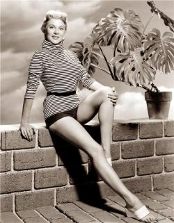 theniftyfifties:  Peggie Castle