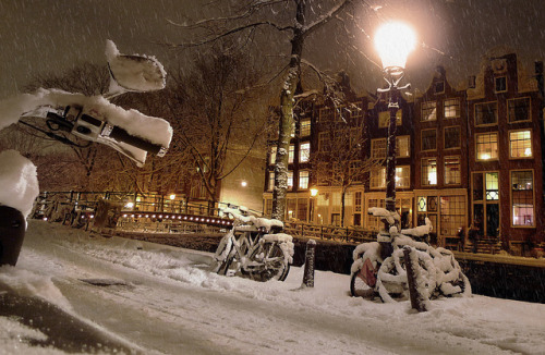 cornersoftheworld:  Amsterdam  I'd love to go in the winter.