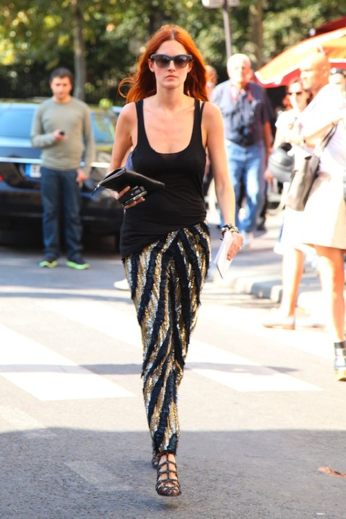 taylor tomasi hill the coolest person on the planet already, seeing her in a great pair of what i like to call party pants (basically any pair of pants that makes you want to party, i am stocking up on many pairs) makes me love her a little more.