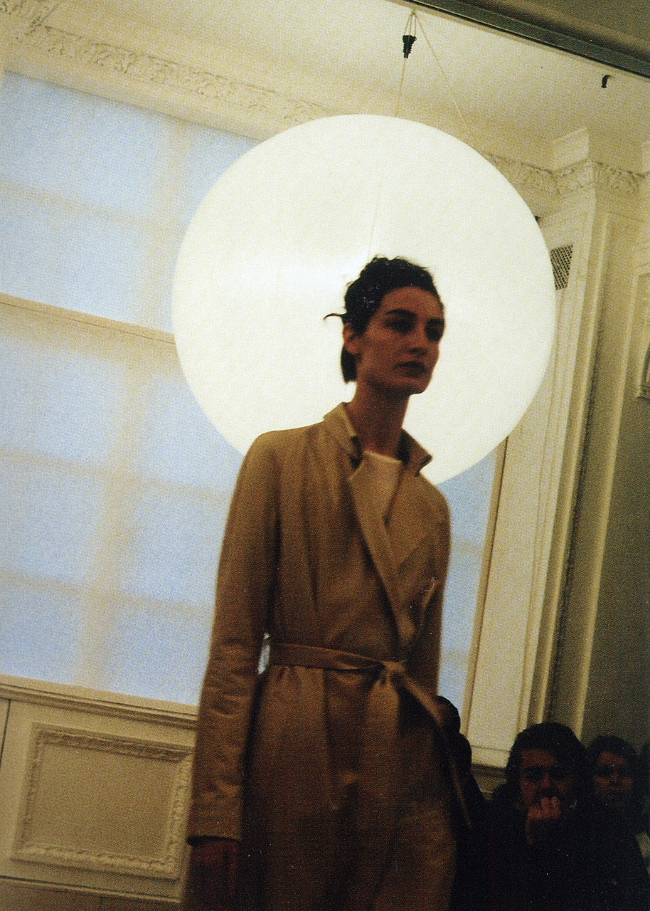 erin o'connorfall–winter 2001–2002, roberto menichetti for burberry prorsum postcards from the edge of the catwalk photography iain r webb