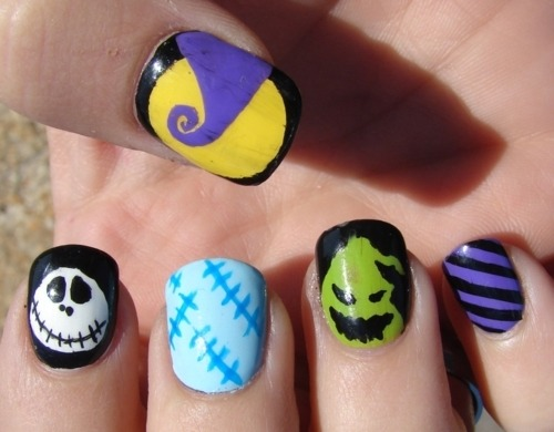 nailchic:  halloween-serenade:  Imma try this ♥  438.