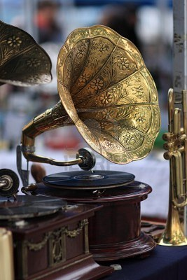 brave-and-kind:  Old gramophone.